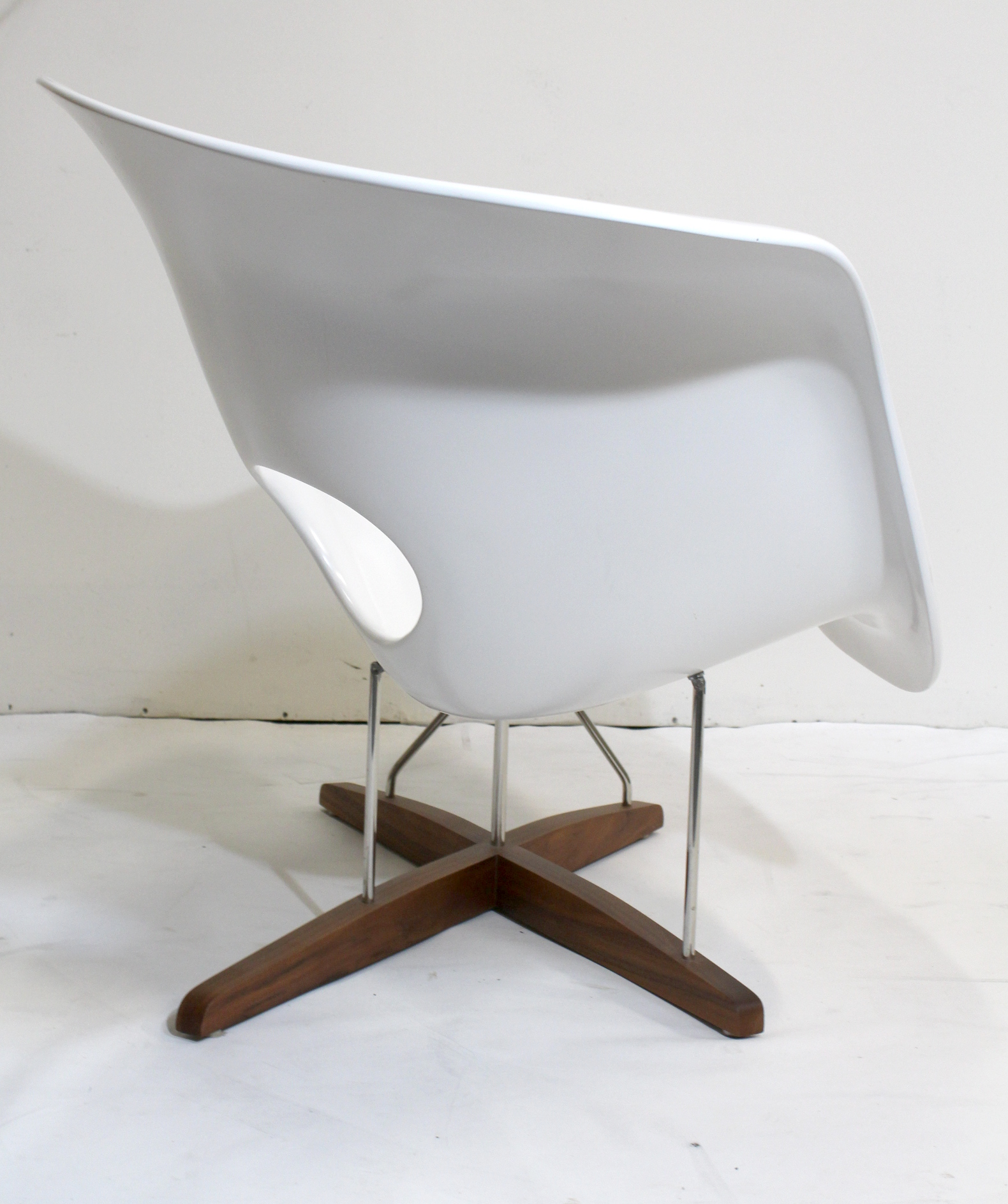 Vitra eames chair vintage eames vitra white la chaise for 4 chaises eames